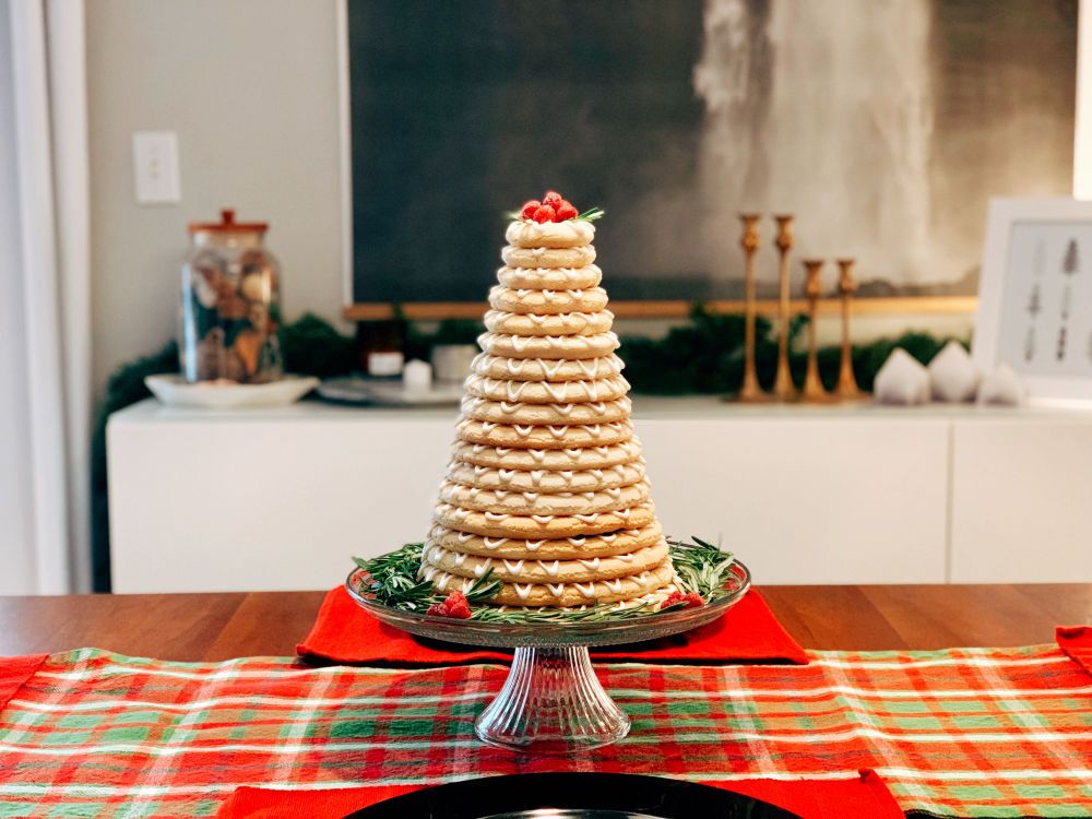 Holiday kransekake